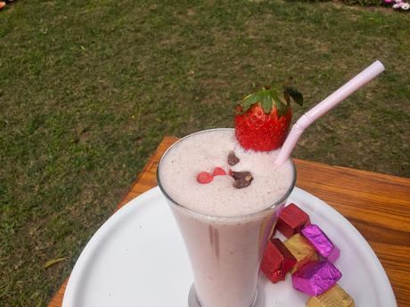 Strawberry Smoothie with Chocolate Chips