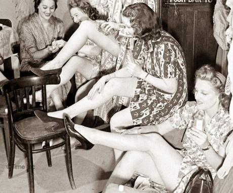 1940s War fashion – Liquid Stockings
