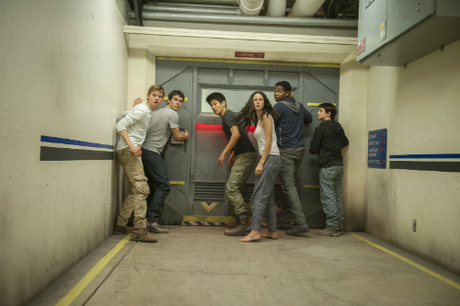 Kaya Scodelario Ki Hong Lee Thomas Brodie-Sangster MAZE RUNNER SCORCH TRIALS movie still