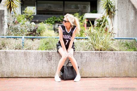FITNESS ON TOAST FAYA BLOG GIRL HEALTHY WORKOUT STREET FITNESS FASHION LOOK CLOTHES OOTD GYM GEAR KIT STREET STYLE MONOCHROME-4