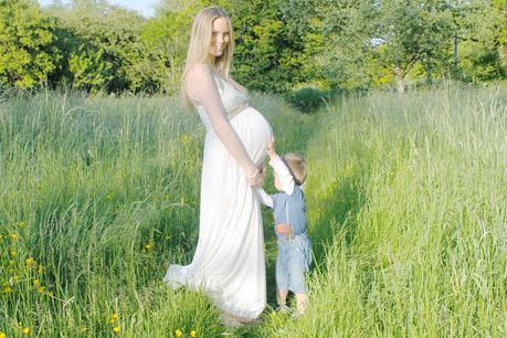Baby #2.. Our DIY Maternity Photographs (Part Two: Outdoors)