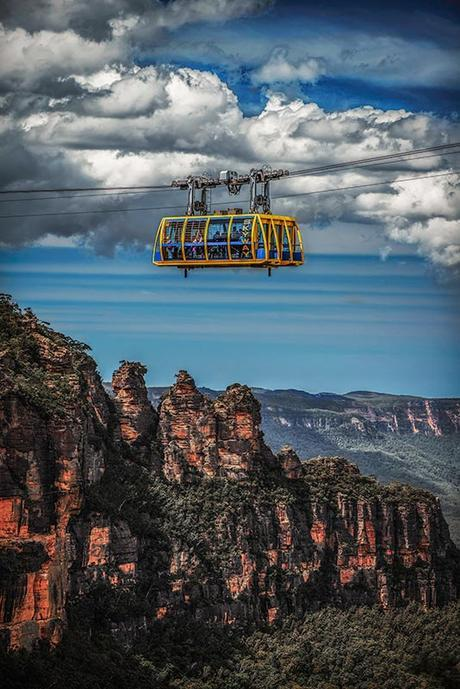 Scenic Skyway and Three Sisters. Photo: Blue Mountains Lithgow & Oberon Tourism. Image by David Hill.