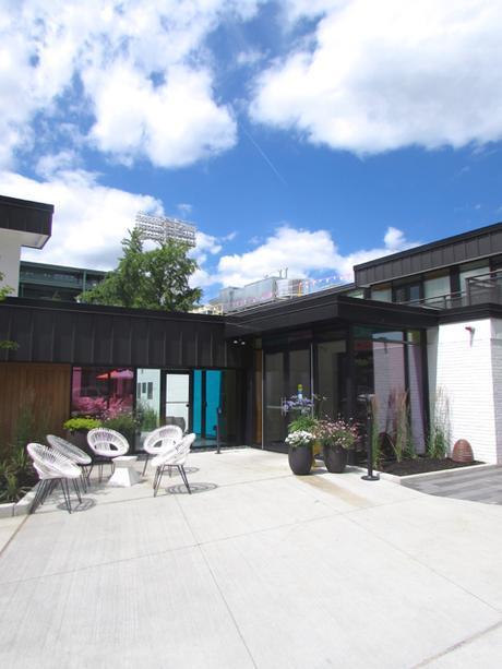 verb-hotel-exterior-vertical