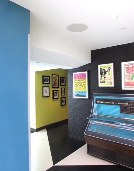 verb-hotel-lobby-jukebox-vertical