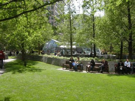 Jubilee Park, Canary Wharf, London - Lawn and relaxation