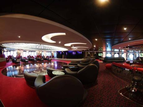 MSC Splendida - Aft Lounge