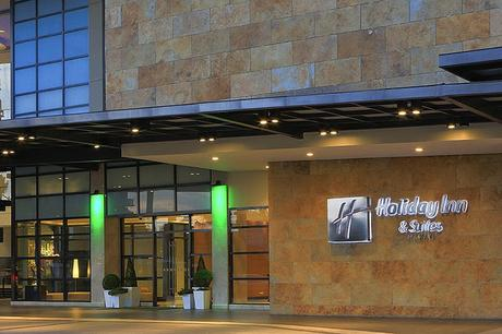 Holiday Inn & Suites Makati: A Modern Hotel with Delightful Service