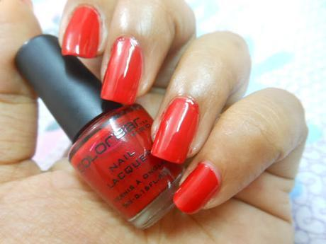 Colorbar Pro Mini Nail Lacquer in Kiss Me Darling is a bright glossy true red shade with amazing color pay-off