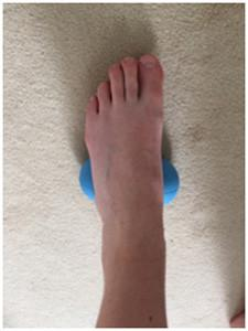 self massage of the foot arch 225x300 Self Massage And Myofascial Release For Ultra Athletes