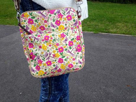 The Pink Lining out and about mini messenger