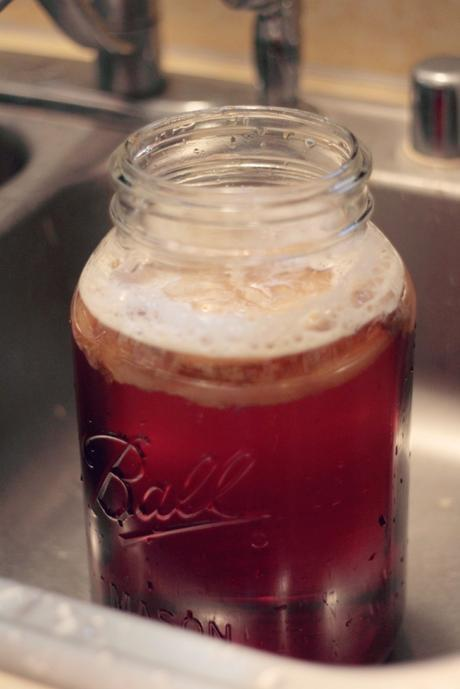 How To Brew (and flavor) Kombucha at Home | www.eccentricowl.com