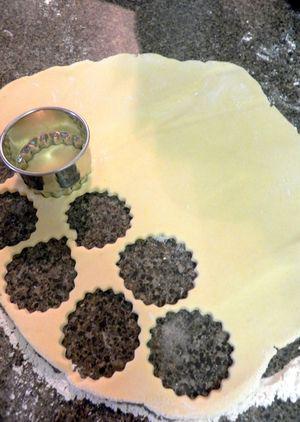Alfajores - Roll dough & cut shapes