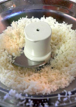 Alfajores - Chop coconut flakes