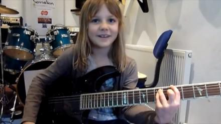 Eight-year-girl guitar playing schoolgirl absolutely smashes Stratovarius's Stratosphere