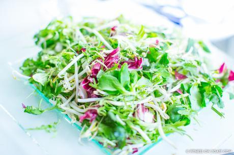 Fitness On Toast Faya healthy blog girl recipe food diet tasty easy quick health protein mango prawn summer salad-4