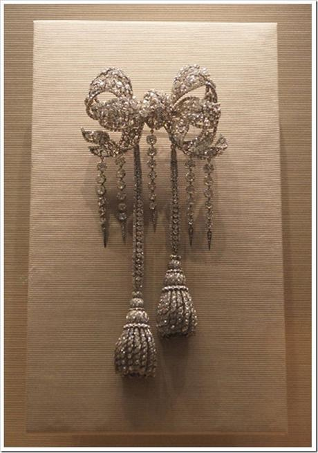 Empress-Eugenies-Bow-Brooch