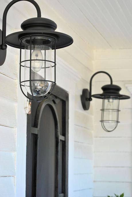 Porch lighting - love these! LaurieAnna's Vintage Home: Farmhouse Friday #5 ~ Farmhouse Porch: