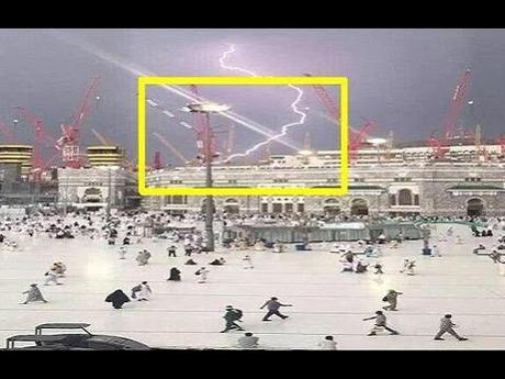 lightning strikes crane in Mecca Grand Mosque