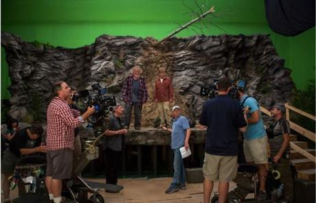 Greenscreen-ledge-set-from-AWITW-John-Bailey-and-director-Ken-Kwapis-standing-on-the-floor-Nick-Nolte-and-Robert-Redford-on-the-ledge-620x400