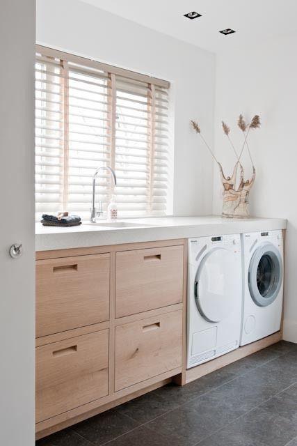 Wasmachine in natruimte bij Piet Jan van den Kommer & Jolanda Kruse,:
