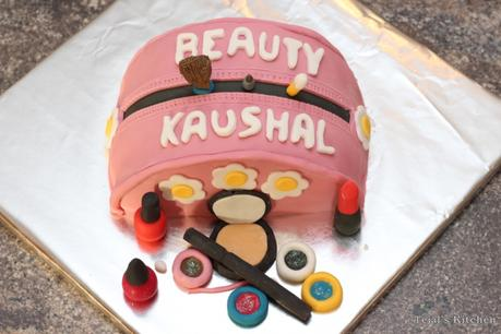 Makeup 'Kaushal Beauty' Red Velvet Cake