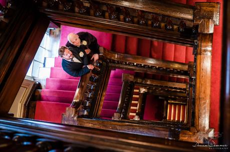Staircase-couple-photos-at-fortnum-and-Masons-AnR
