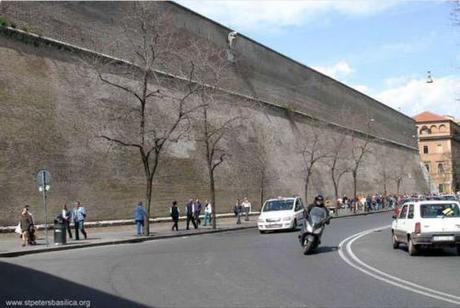 Vatican wall3