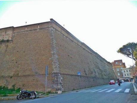 Vatican wall1