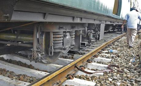MRTS train derails - another Amtrak passenger train too !
