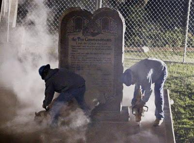 Workers removing Ten Commandments from Oklahoma Capitol