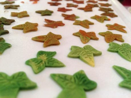 ombre marbled fondant icing autumn leaves for cake decoration