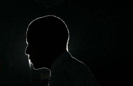Democratic presidential candidate US Senator Barack Obama (D-IL) is silhouetted as he speaks at a campaign rally at East High School in Waterloo, Iowa January 2, 2008. REUTERS / Jim Young
