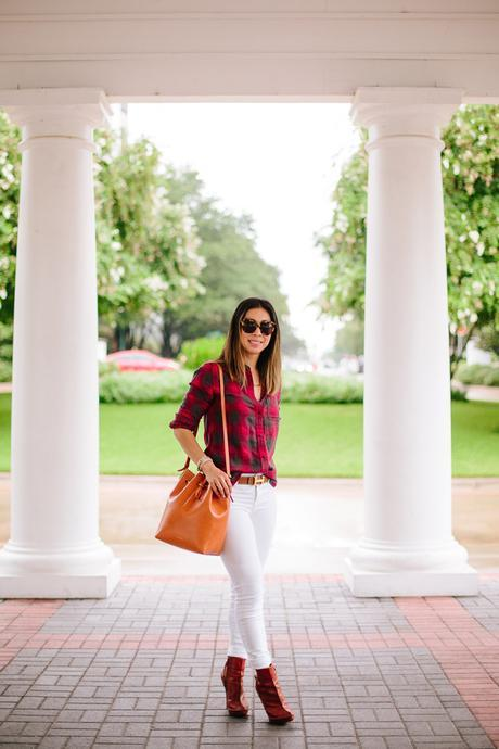 how to wear a plaid shirt, how to wear white jeans, mansur gavriel bucket bag
