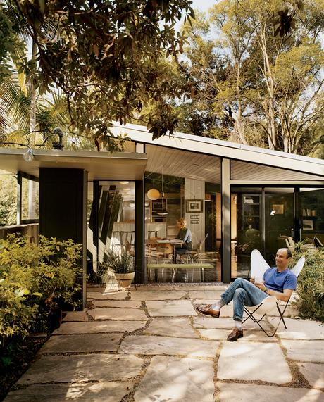 Midcentury mecca a look modern homes in los angeles for Buckner home