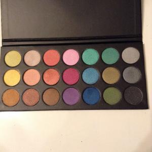 Awesome Makeup Palette Find…Never heard of this one before!