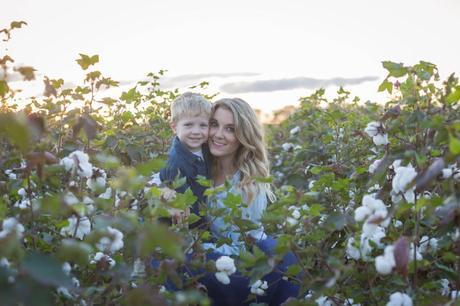 Fall family photos in a navy and white color palette-The Samantha Show