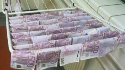 currencies float in river ~ not in Adyar / Coovum .... in Danube !!