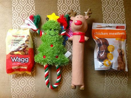 Blogmas day 22: Piper's first Christmas!