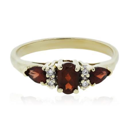 Yellow Gold Three Stone Garnet Diamond Ring