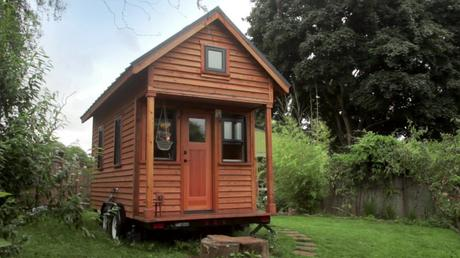 Awe Inspiring Hgtvs Tiny House Big Living Paperblog Largest Home Design Picture Inspirations Pitcheantrous