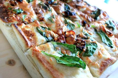 Planning your game day menu? Here's an amazing game day recipe for Spinach Bacon Ranch Pizza!  #NaturallyFreshRecipe #ad