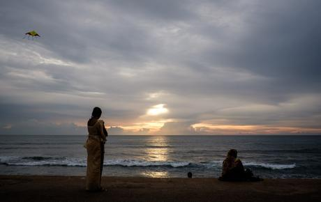 At Galle Face in Colombo. This kind of image is really too easy, but hey, gotta shoot it anyway!