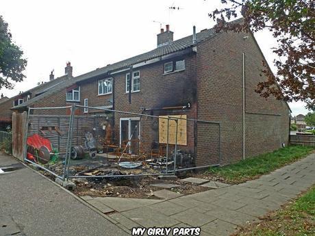 Fire damaged house, Skelmersdale Walk, Bewbush, Crawley (Robin Webster) / CC BY-SA 2.0