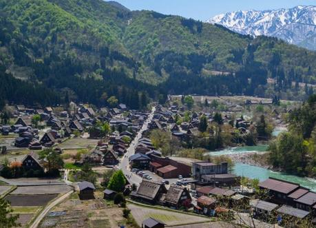 Viewpoint Above, Travel to Shirakawa-go Unesco Village in Spring