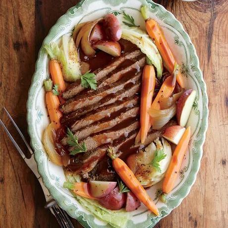 photo 1503p55-slow-cooker-beef-cabbage-potatoes-carrots_zpswmnoypnq.jpg