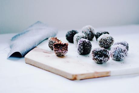 Chia + Cacao Power Balls /// (Raw) (Vegan) (Gluten-Free) (Refined Sugar-Free)