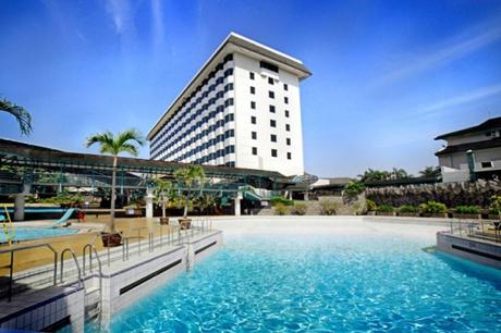 Explore Bandung and Satisfying Stays at Hotel Horison