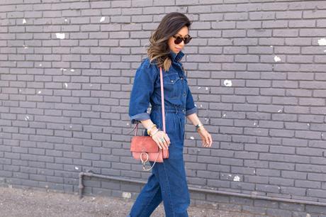 how to wear a denim jumpsuit, joie inez platform sandal, rose pink chloe faye bag