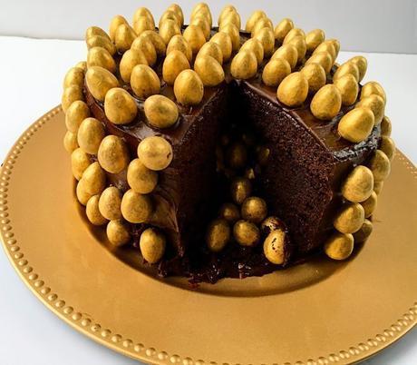 Easter Galaxy Golden Eggs Chocolate Pi単ata Cake - Jo's Kitchen