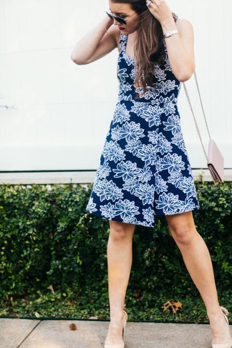 Dallas Blogger Amy Havins wears a navy and white spring shoshanna dress.